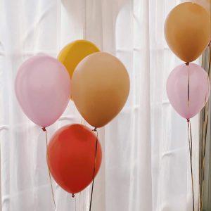 Mellem latexballoner