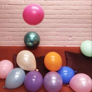Mellem store latexballoner